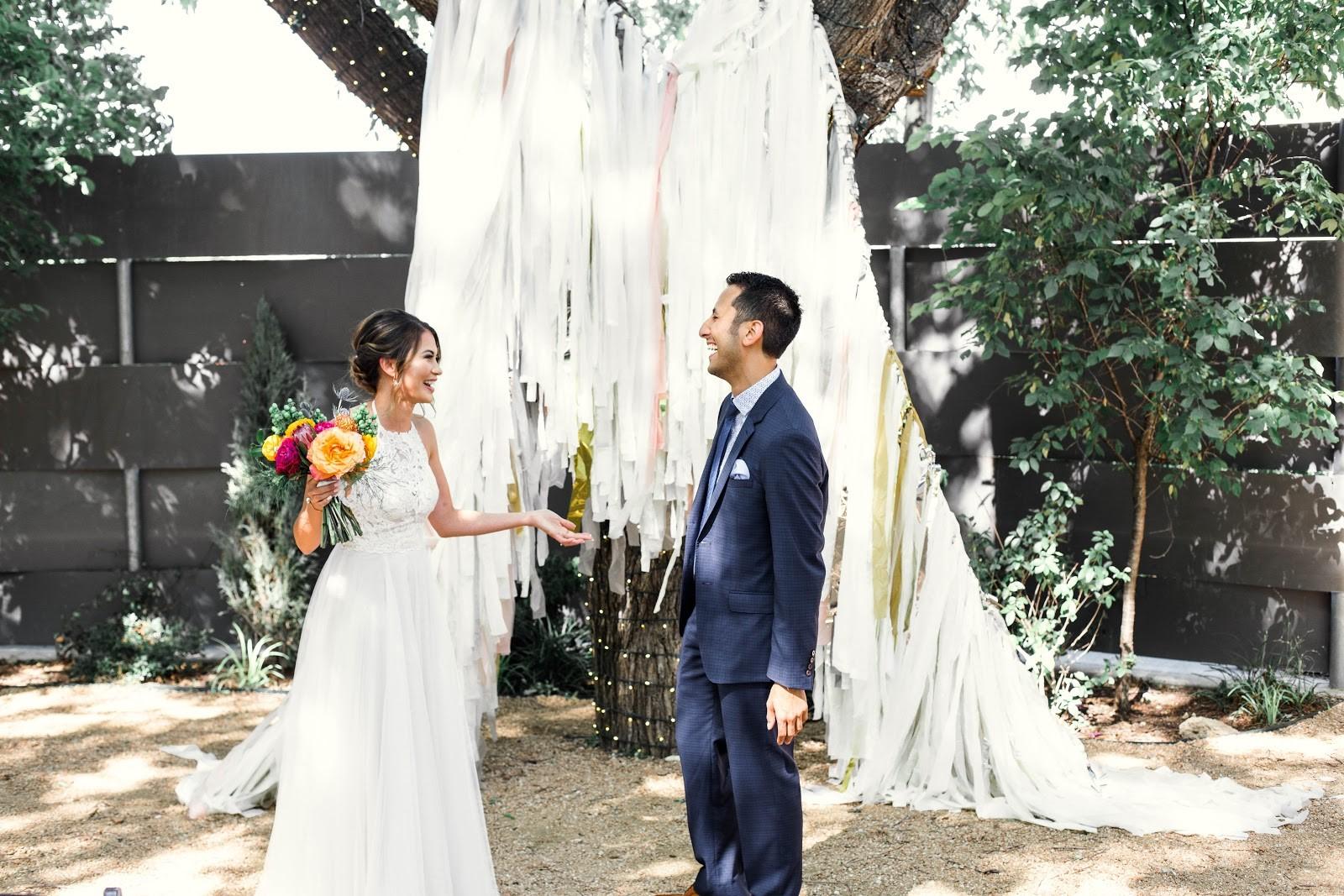 Pros & Cons: First Looks Versus Ceremony